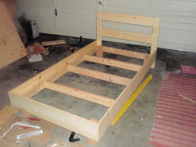 Diy plans platform bed with headboard wooden pdf how to for How to build a wood platform